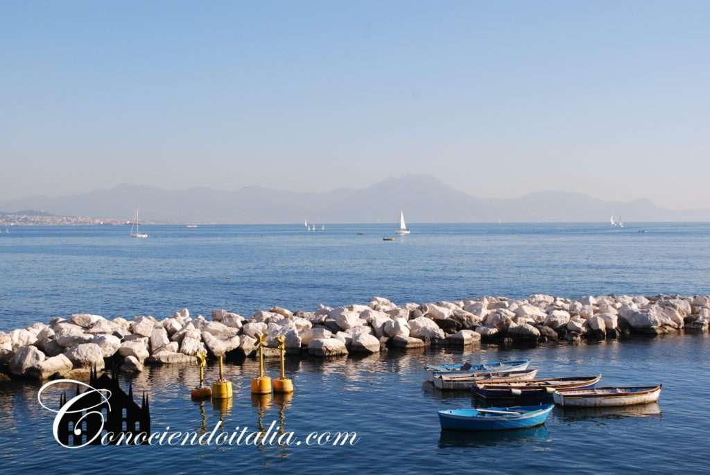Barquitas en el golfo de Nápoles