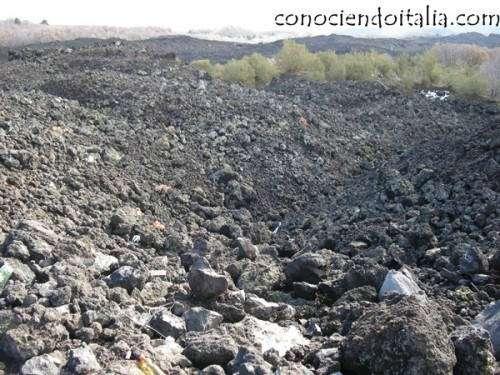 Rocas subiendo el Etna