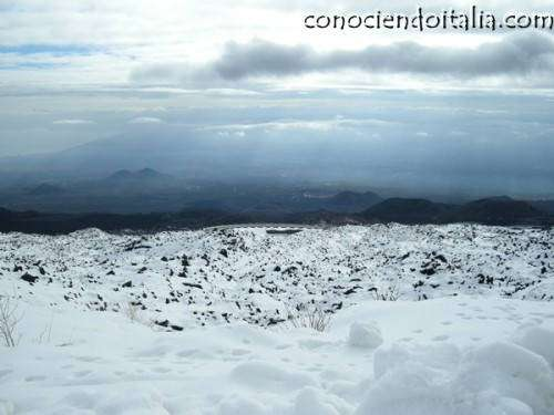 parece una montaña nevada pero es un volcán!
