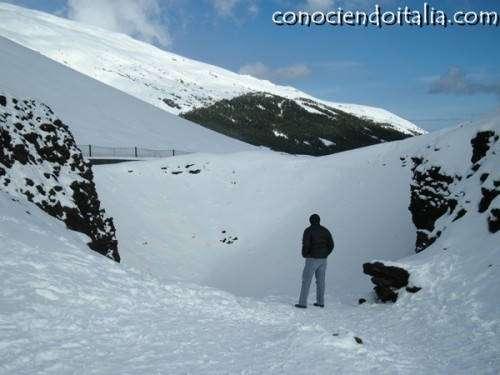 un crater que ahora está nevado