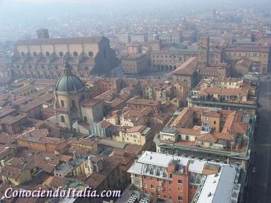 Vista panorámica de Bolonia desde la Torre degli Asinelli