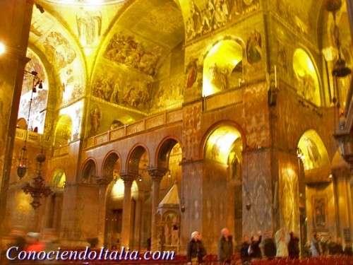 Interior De La Basilica De San Marcos De Venecia Fotos