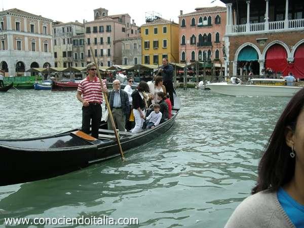 Que hacer en Venecia - cruzar en góndola