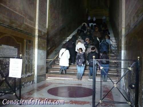 Pelegrinos escalera santa de Roma