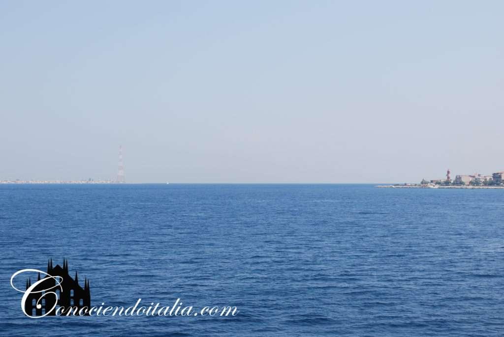 Estrecho de Messina visto desde el mar