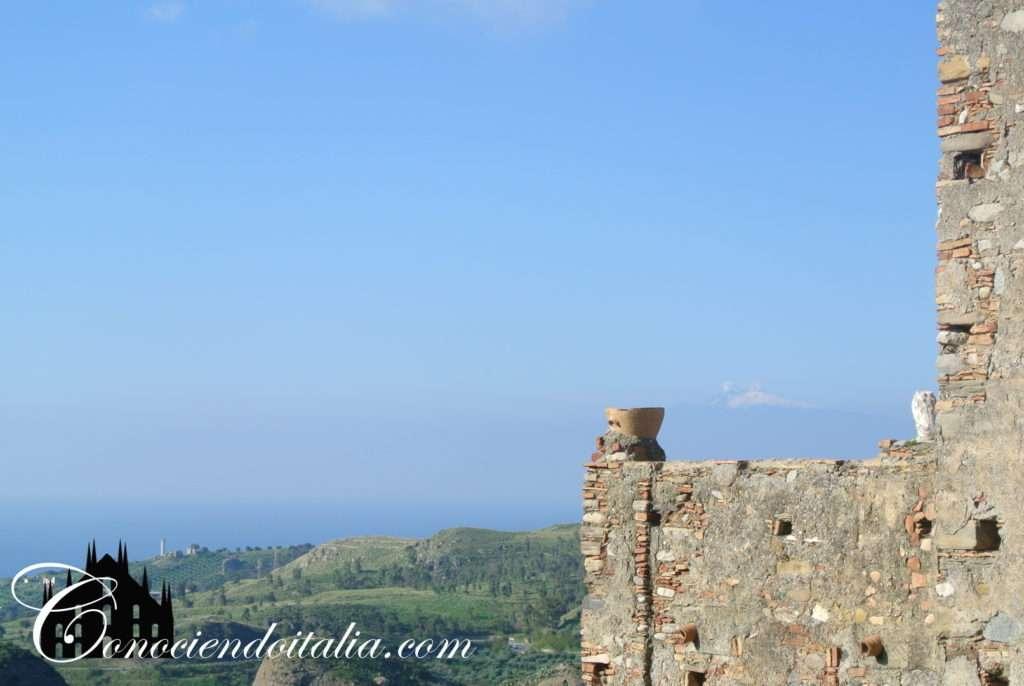 El Etna visto desde Pentedattilo