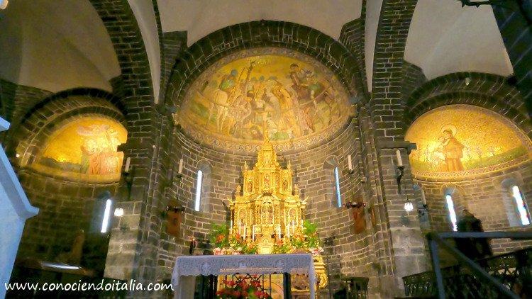 vista interna iglesia de San Giacomo